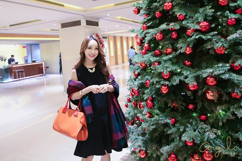 【一日穿搭】英倫風❤羊毛斗篷跟優雅羊毛小黑裙的喜宴LOOK