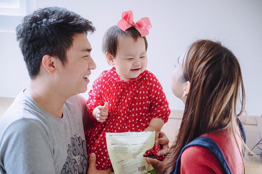 【成長紀錄】Riley寶寶10個月!6顆牙跟愛分享還有招牌表情三部曲